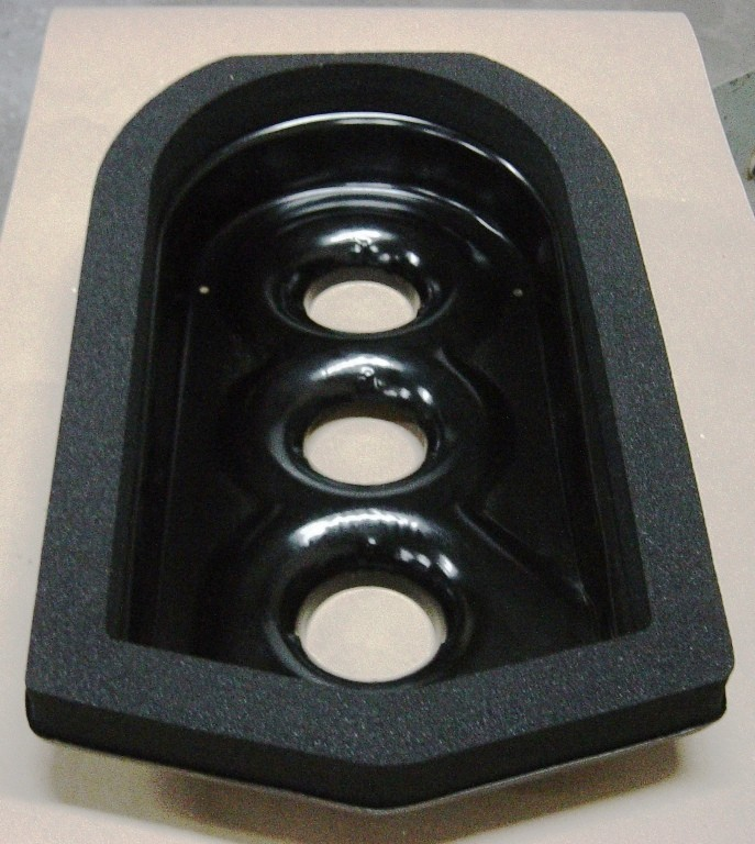 RA-66  RA Tripwr pan (for intake with large center carb...same as end carbs) with Seal