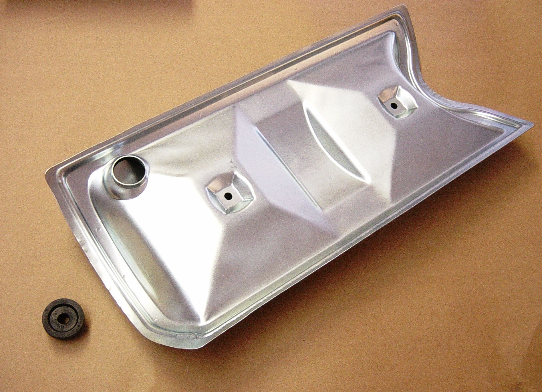 VP-1 Pontiac Valley Cover with pcv grommet